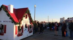 The One Delaware Town That Transforms Into A Christmas Wonderland Each Year
