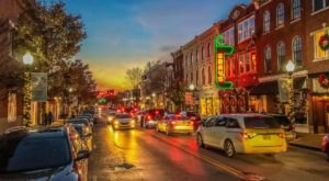 At Christmastime, This Tennessee Town Has The Most Enchanting Main Street In The Country
