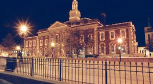 The One Missouri Town That Transforms Into A Christmas Wonderland Each Year