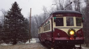 The Santa Trolley Near Pittsburgh That's A Christmas Dream Come True