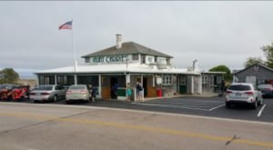 This Timeless 1920s Restaurant In Rhode Island Sells The Best Clams In America