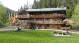 The Cozy Montana Resort You'll Never Want To Leave