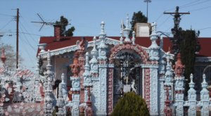 This Enchanting House In Texas Looks Like It's Made Entirely Of Sugar