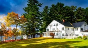 This Hidden Lakeside Bed & Breakfast Might Be One Of Maine's Best Kept Secrets