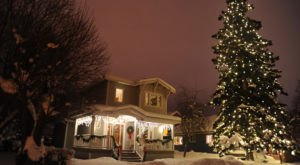 Christmas In These 12 Alaska Towns Looks Like Something From A Hallmark Movie