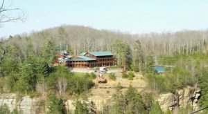 A Clifftop Lodge In Kentucky, Cliffview Resort Is Great For A Winter Hideaway