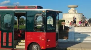 The Wine Trolley Tour In Detroit You'll Absolutely Love