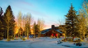 The Oregon Resort That Turns Into A Magical Wonderland Every Winter