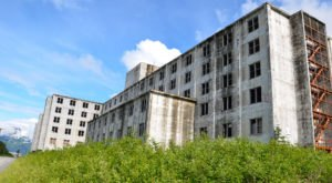 Everyone In Alaska Should See What's Inside The Walls Of This Abandoned Building