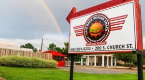 Some Of Mississippi's Best Burgers Can Be Found In This Tiny, Unsuspecting Shack
