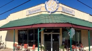 9 Restaurant Lines Around Louisiana That Are So Worth Standing In
