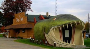 The Fish-Shaped Restaurant In Minnesota That Hints At The Deliciousness Inside