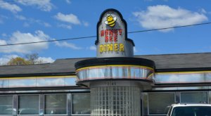 Revisit The Glory Days At This Retro Restaurant In Maryland