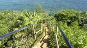 The Rickety Staircase That Leads To One Of Hawaii's Most Striking Beaches