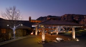 The Clifftop Lodge In Colorado That's The Perfect Winter Hideaway