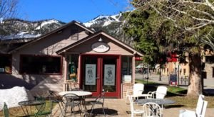 This Whimsical Coffee Shop In Idaho Is Also A Thrift Store And It's Downright Delightful