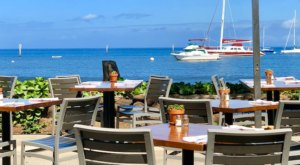The Casual Hawaii Restaurant That Serves Up Mouthwatering Food With A Million Dollar View