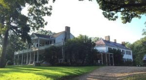 The Oldest Hotel In Mississippi Is Also One Of The Most Haunted Places You'll Ever Sleep