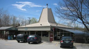 This Old-School Vermont Restaurant Serves Chicken Dinners To Die For