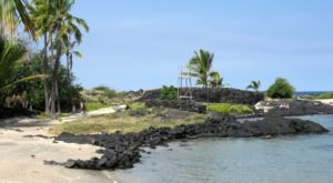 Walk Back In Time Along This 4-Mile Coastal Trail In Hawaii That Leads To Abandoned Ruins
