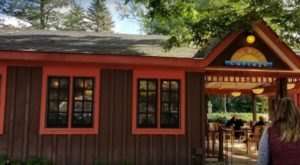 The Cute Cottage Restaurant In Michigan Where You'll Feel Right At Home