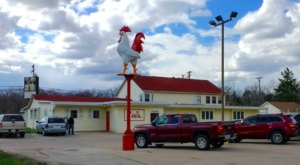 This Old-School Nebraska Restaurant Serves Chicken Dinners To Die For