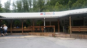 This Tennessee Restaurant Way Out In The Boonies Is A Deliciously Fun Place To Have A Meal