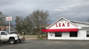 Lea's Lunchroom In Louisiana Became A Local Legend By Perfecting Just One Food Item