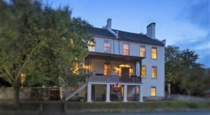 The Civil War-Themed Bed And Breakfast That Maryland History Buffs Will Absolutely Love