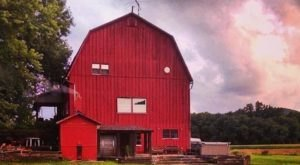 You'll Feel A Thousand Miles Away From It All At This Century-Old Barn B&B In Pennsylvania