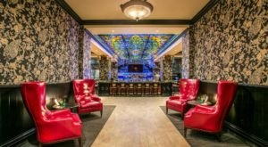 Locals Flock To This Fabulous Peacock Lounge In Washington And You'll Love Everything About It