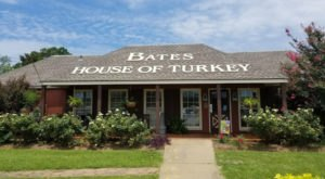 It's Thanksgiving Every Single Day At This Quirky Turkey Restaurant In Alabama