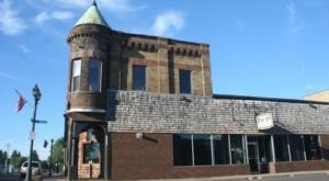 This Small-Town Pizza Place In Minnesota Looks Just Like A Castle