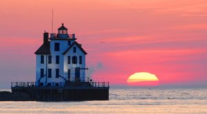 The Lighthouse Road Trip On The Cleveland Coast That's Dreamily Beautiful