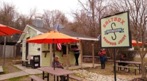 This Ramshackle Fish Shack Hiding In North Carolina Serves The Best Seafood Around
