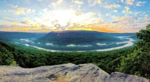 The Magnificent Overlook In Tennessee That's Worthy Of A Little Adventure