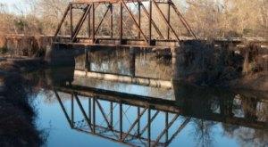 America's Last Remaining Train Trestle Bridge Is Hiding In Small-Town Texas