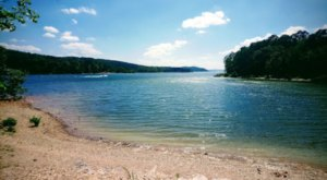 The Clearest Lake In Arkansas Is Almost Too Beautiful To Be Real