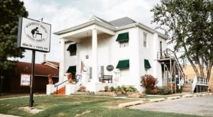 Dine In A 100-Year-Old House For The Most Charming Meal In Oklahoma