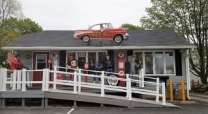 Revisit The Glory Days At This 50s-Themed Restaurant In Rhode Island
