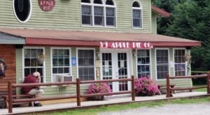 This Apple Pie Restaurant In Vermont Is As All American As It Gets