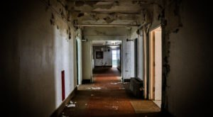 These Ghost Hunts In A Former Arizona Hospital Aren't For The Faint Of Heart