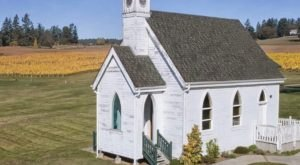 The School House Winery In Washington That's Just As Charming As It Sounds