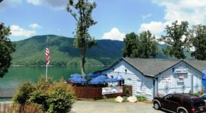 You Can Pull Your Boat Right Up To This Delicious East Tennessee Restaurant