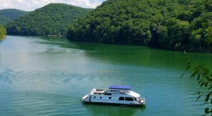 Spend The Night On The Water In This Wonderfully Cool Houseboat In West Virginia