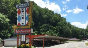 This Old-School West Virginia Restaurant Serves Chicken Dinners To Die For
