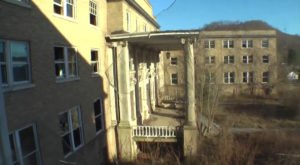 These 10 Haunting Images Of An Abandoned School In West Virginia May Keep You Up At Night