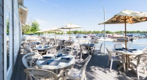 There's A Patio Restaurant In Illinois Where You Can Watch Boats Come In And Out Of The Marina