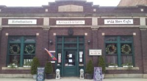 This Illinois Antique Store And Vintage Restaurant Combo Will Be Your New Favorite Destination