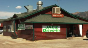 The Burgers And Shakes From This Middle-Of-Nowhere Wyoming Drive-In Are Worth The Trip